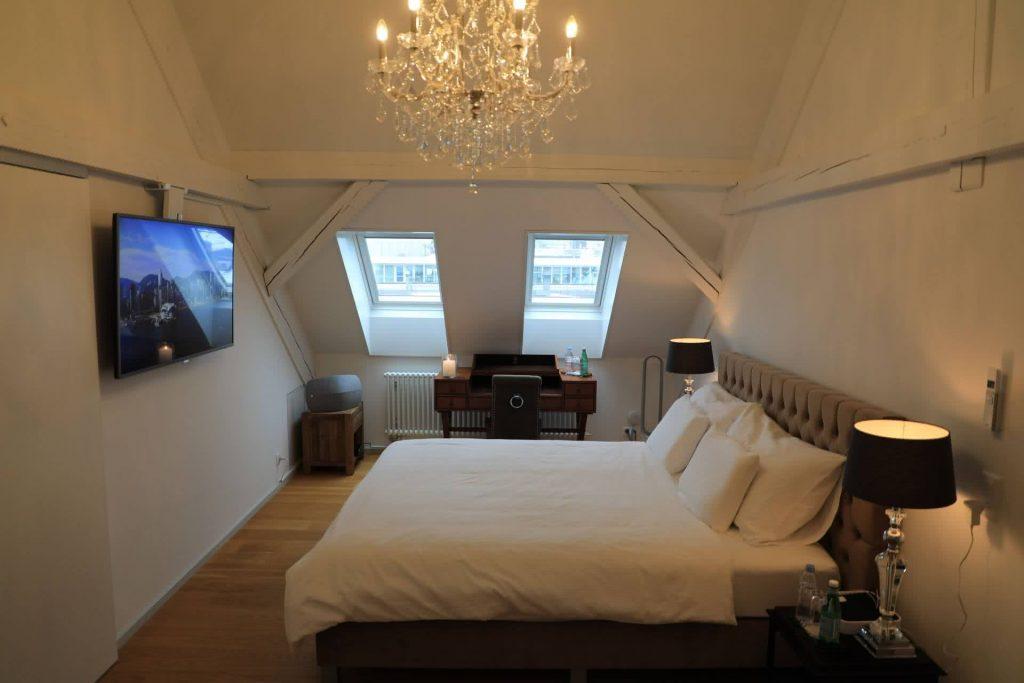 Master bedroom Edinburgh private rehab Clinics